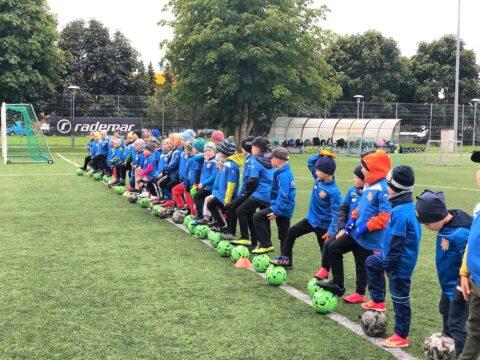 Mudilaste jalgpalli päevalaager tõi kokku palju rõõmsaid pisikesi pallureid
