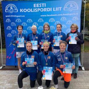 Jalkatüdrukud võitsid Raplas Eesti Koolispordi Liidu finaalvõistlusel I koha